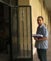 El representante de Republicanos, ante la Junta Electoral Provincial con las 405 hojas de avales