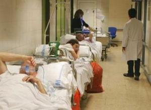 Alicante_hospital-sin-camas-pacientes-en-el-pasillo
