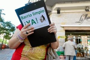 Campaña de los vecinos de recogida de firmas.  Fuente: Diario El Mundo
